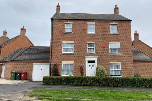 Thumbnail Detached house for sale in Parsons Road, Langley, Slough