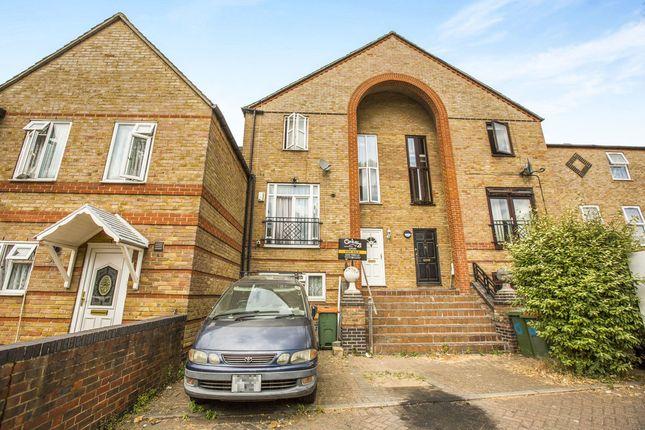 Thumbnail Terraced house for sale in Garnet Walk, London