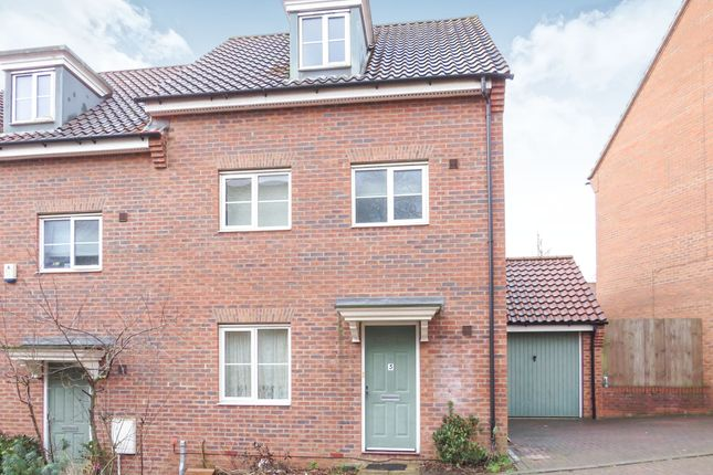 Thumbnail Town house for sale in Attoe Walk, Norwich