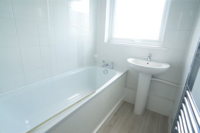 Bathroom of Turnpike Court, Crook Log, Bexleyheath DA6