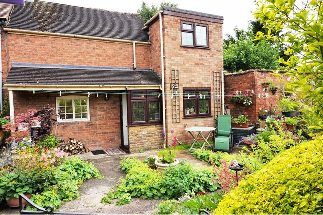 Thumbnail Cottage to rent in Chapel Street, Wellesbourne, Warwick