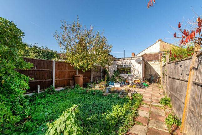 Thumbnail Bungalow for sale in Oldfields Road, Sutton