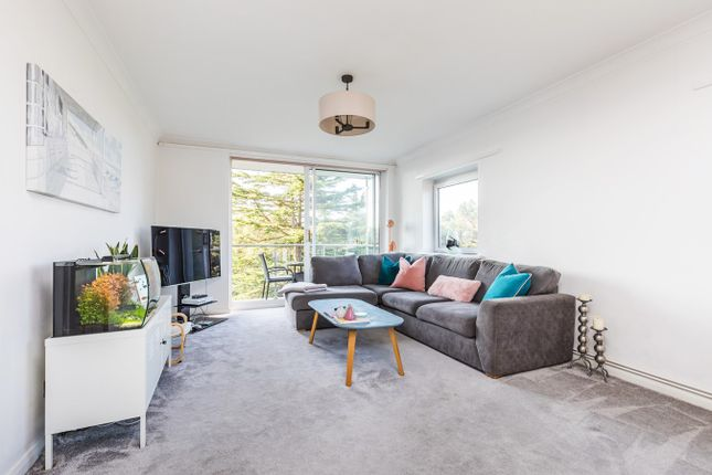 Thumbnail Flat for sale in The Avenue, Poole