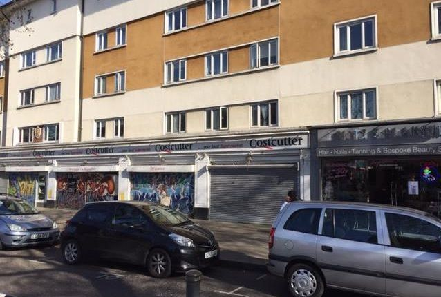 Retail premises to let in 220, Essex Road, Islington