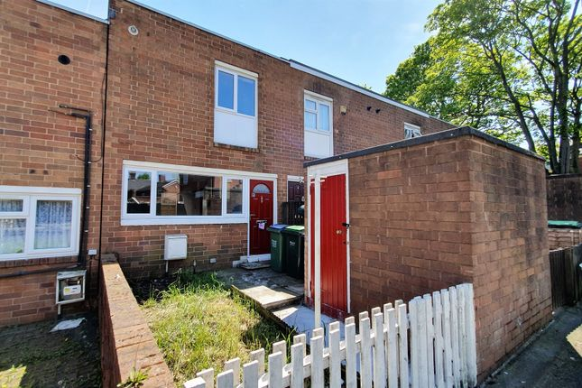 Thumbnail Terraced house for sale in Queens Close, Smethwick