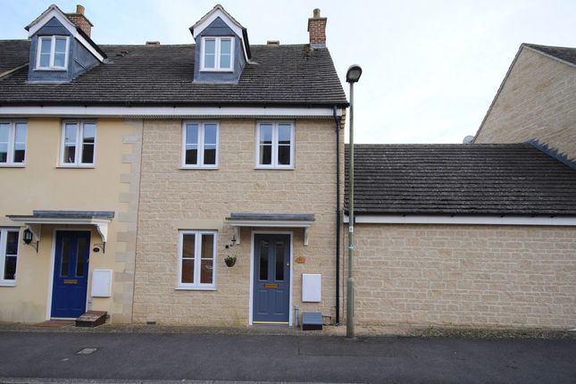 3 bed end terrace house for sale in The Oaks, Carterton