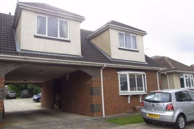 1 bed flat to rent in Philbrick Crescent, Rayleigh SS6