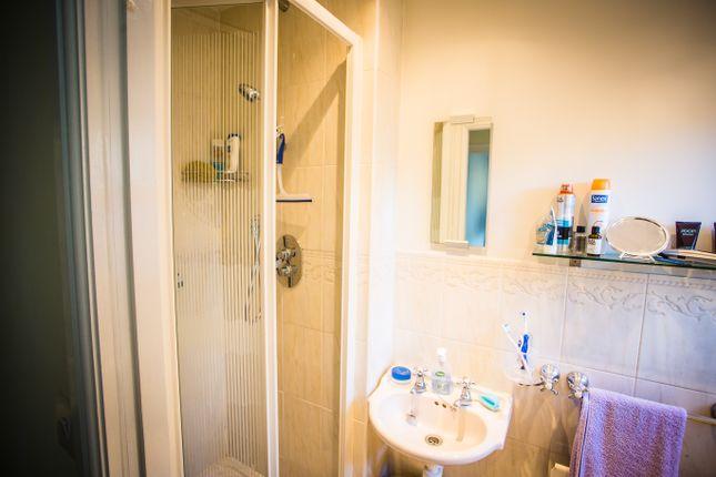 G, Flour Shower Room