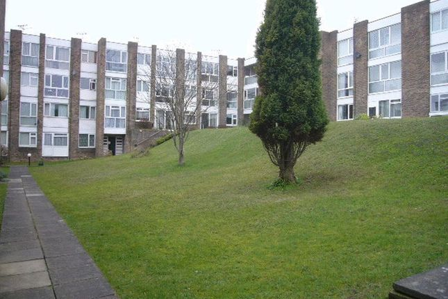 Thumbnail Flat to rent in Park Road, Barry
