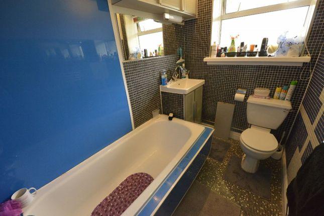 Bathroom of Parkneuk Road, Glasgow G43