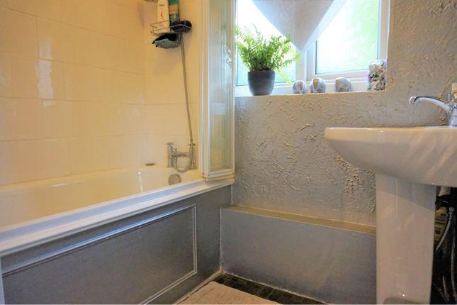 Bathroom of Palewell Close, Orpington BR5