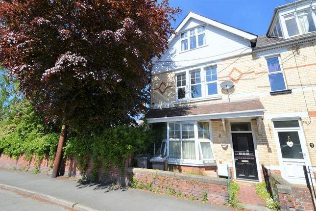 Thumbnail Flat to rent in Coronation Street, Barnstaple