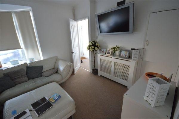 2 bed terraced house to rent in Manser Road, Rainham, Essex