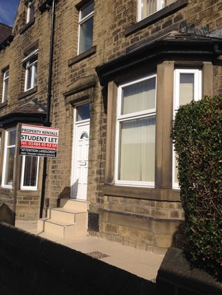 4 bed terraced house to rent in Wakefield Road, Huddersfield