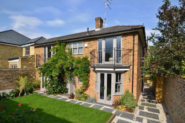 Thumbnail Property for sale in 11 High Street, Thames Ditton