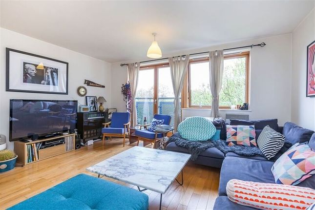Thumbnail Flat to rent in Meath Crescent, London