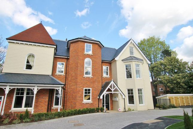 Thumbnail Flat to rent in Sycamore Court, Oatlands Chase, Weybridge