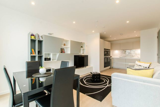 Thumbnail Flat for sale in Brandon House, Borough