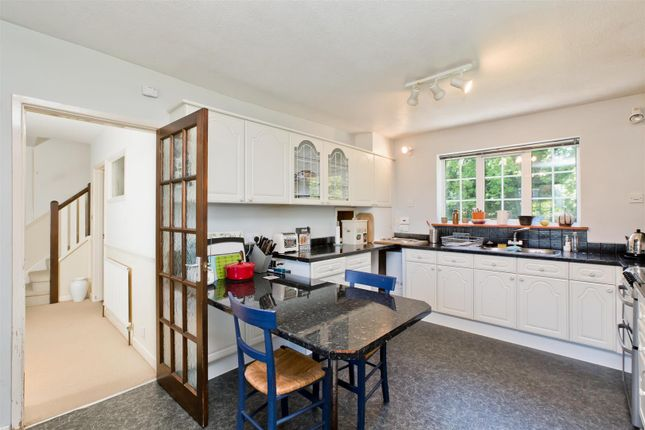 4 bed detached house to rent in Brook Street, Cuckfield, Haywards Heath