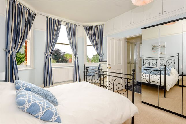 En Suite Bedroom of The Chestnuts, 5 Kenilworth Road, Nottingham, Nottinghamshire NG7