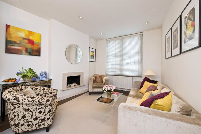 2 bed flat to rent in Carlyle Mansions, Kensington Mall, London
