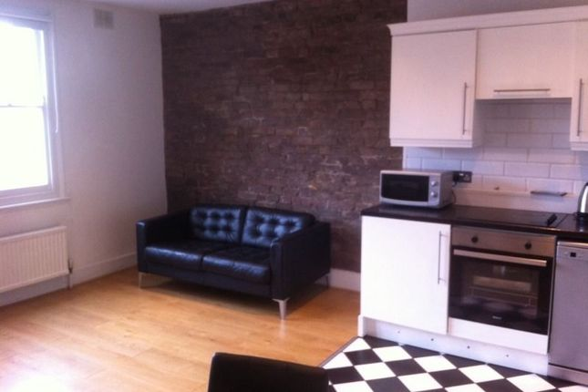 2 bed flat to rent in Bell Street, London