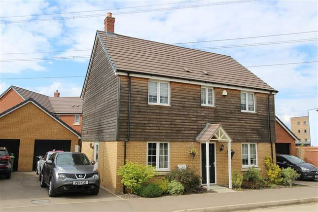 Thumbnail Detached house for sale in Theedway, Leighton Buzzard