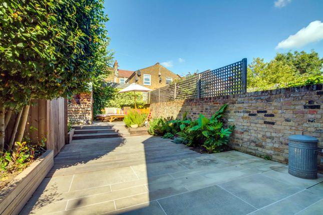 Thumbnail Flat for sale in Bathurst Gardens, London