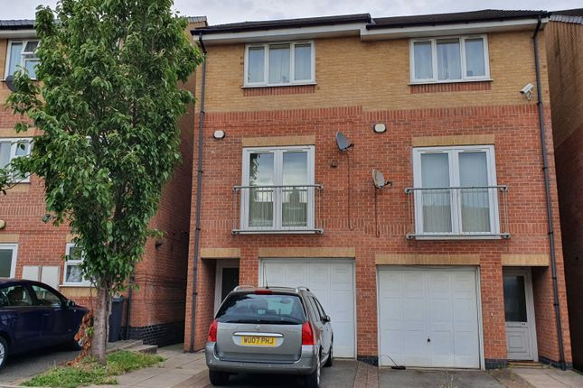 Picture No. 01 of Smithmoor Crescent, West Bromwich, West Midlands B71
