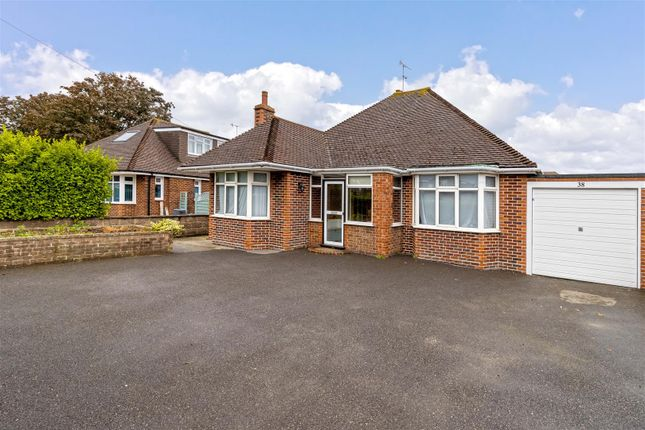 2 bed bungalow to rent in Rectory Road, Tarring, Worthing BN14