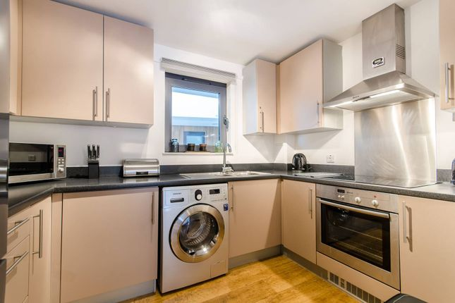 Thumbnail Flat to rent in Palmers Road, Bethnal Green