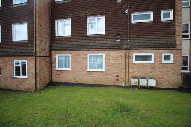 2 bed flat to rent in Southmead, Chippenham SN14