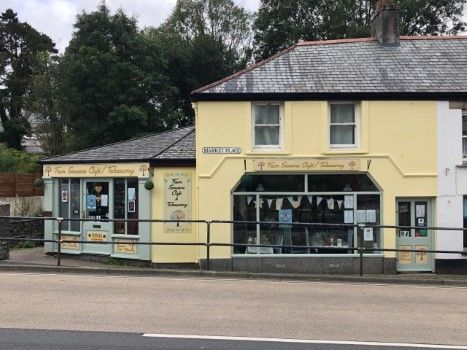 Thumbnail Restaurant/cafe for sale in Market Place, Camelford