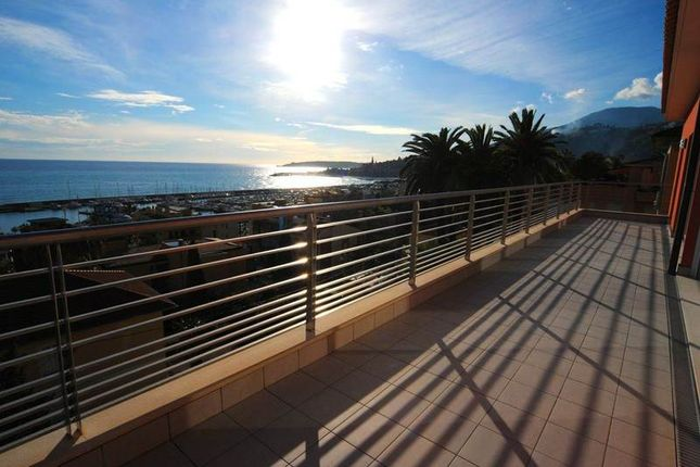 Thumbnail Apartment for sale in Menton, Alpes-Maritimes, France
