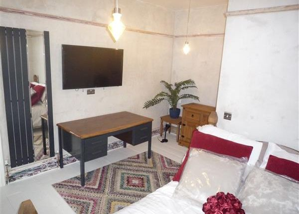 Thumbnail Terraced house to rent in Room 4, 19 Wentworth Street, Huddersfield