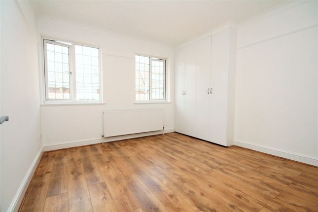 4 bed flat to rent in Green Lanes, Palmers Green
