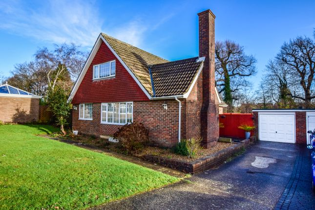 Thumbnail Detached house for sale in Chatfields, Crawley