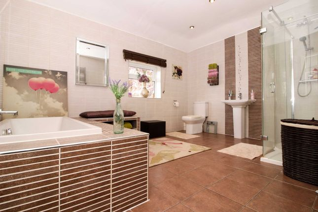 Family Bathroom of Market Place, Binbrook, Lincolnshire LN8