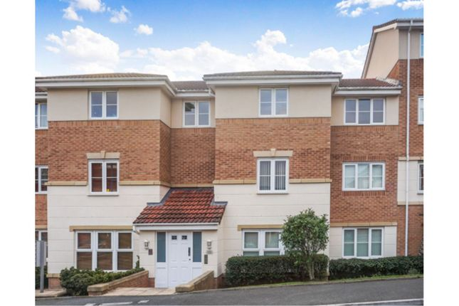 Thumbnail Flat for sale in The Links, Hyde