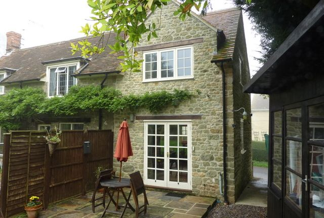 Thumbnail Cottage to rent in Coombe Street, Bruton