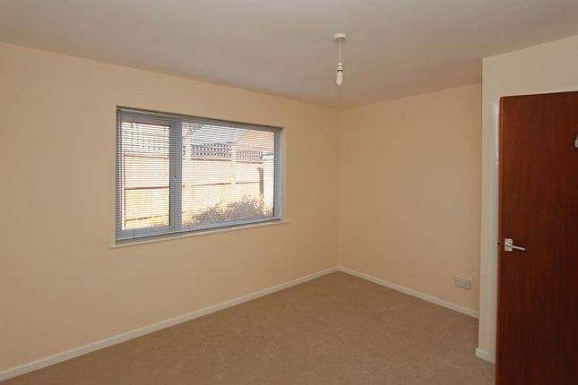 Photo 7 of Modern, Bright And Spacious: Belvoir Close, Stamford, Lincolnshire PE9