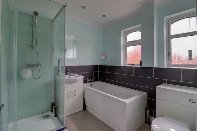 Bathroom of Taleworth Close, Norwich NR5