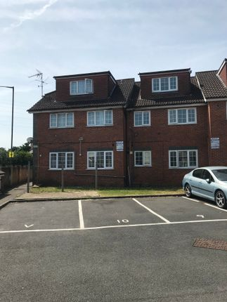 Thumbnail Flat to rent in Oakwood Court, Slough