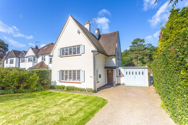 3 bed property for sale in Old Oak Avenue, Chipstead, Coulsdon