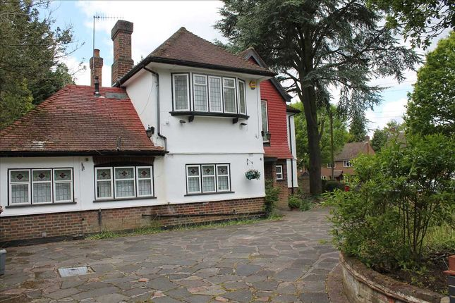 Thumbnail Detached house to rent in Bourne End Road, Northwood