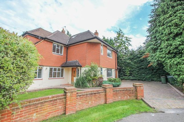5 bed detached house to rent in Fairlawn Close, Claygate KT10