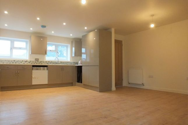 Flat in  Queen Eleanors Court  Long Hanborough  Witney O Oxford