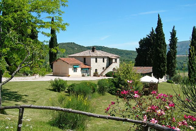 18 bed farmhouse for sale in Mantigana, Corciano, Perugia, Umbria, Italy