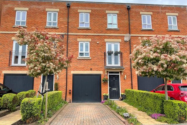 Thumbnail Town house for sale in Racecourse Road, Newbury