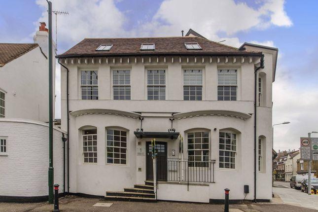 2 bed flat to rent in High Street, Hampton